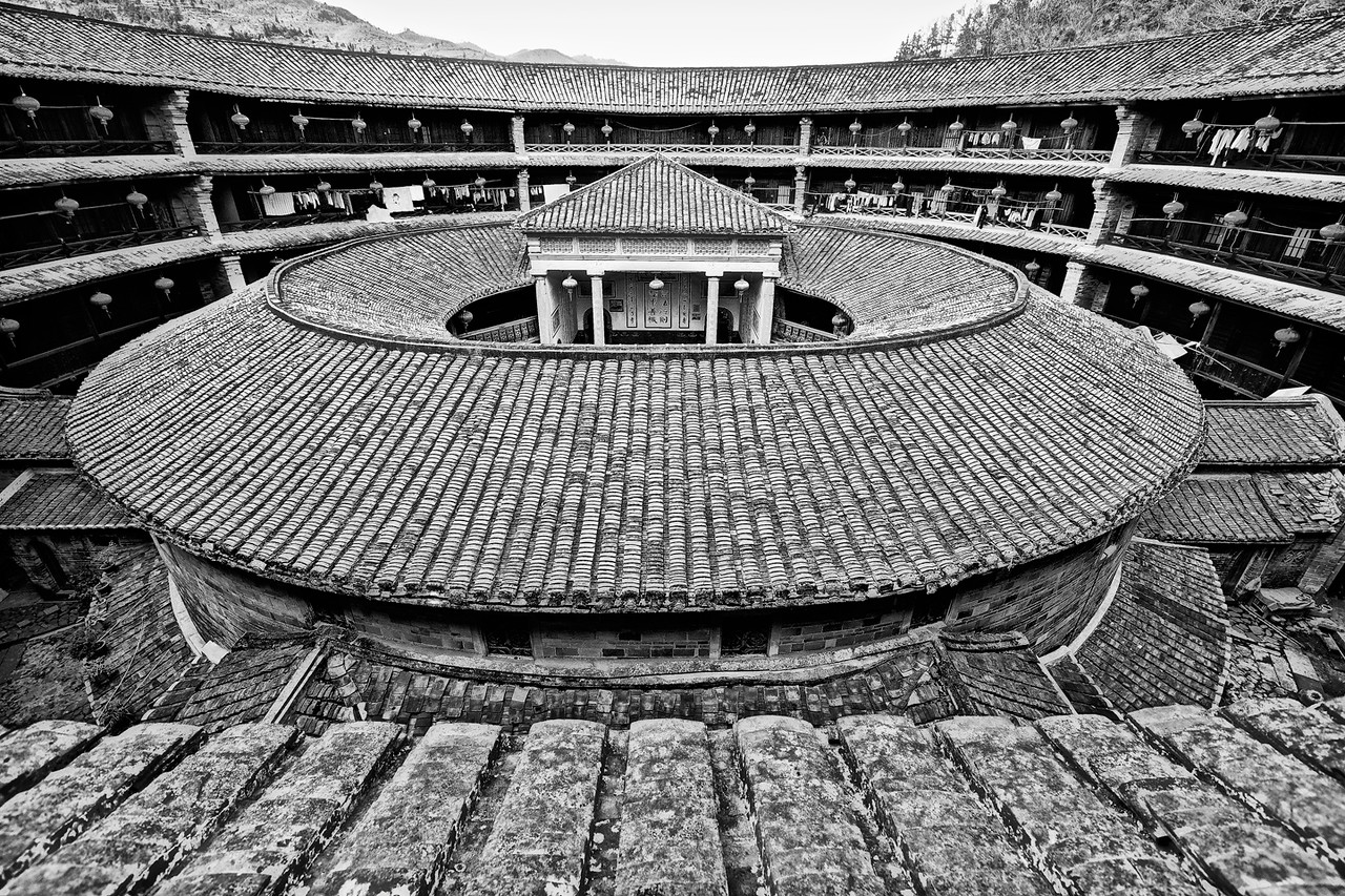 Full Inside Round House BW