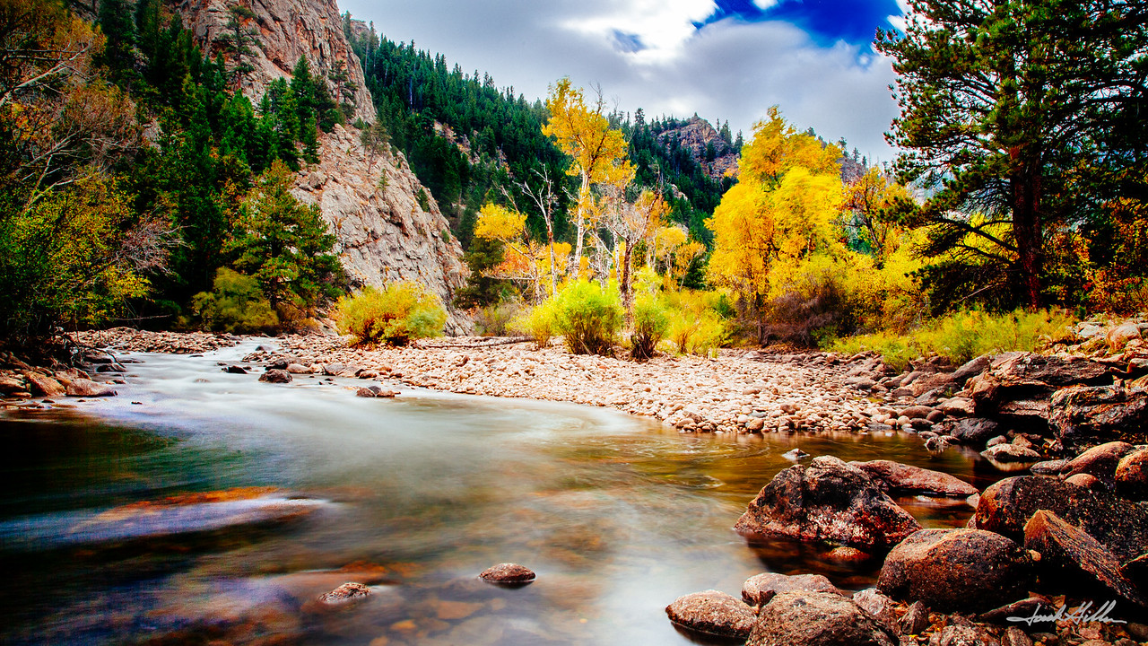 Fall clors on the river