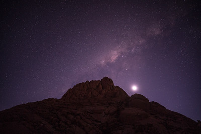 Moonset and Skitzkoppe Peak