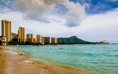 A view of Diamond Head from Wakiki beach