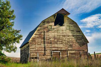 Abandoned Barn Near Colfax