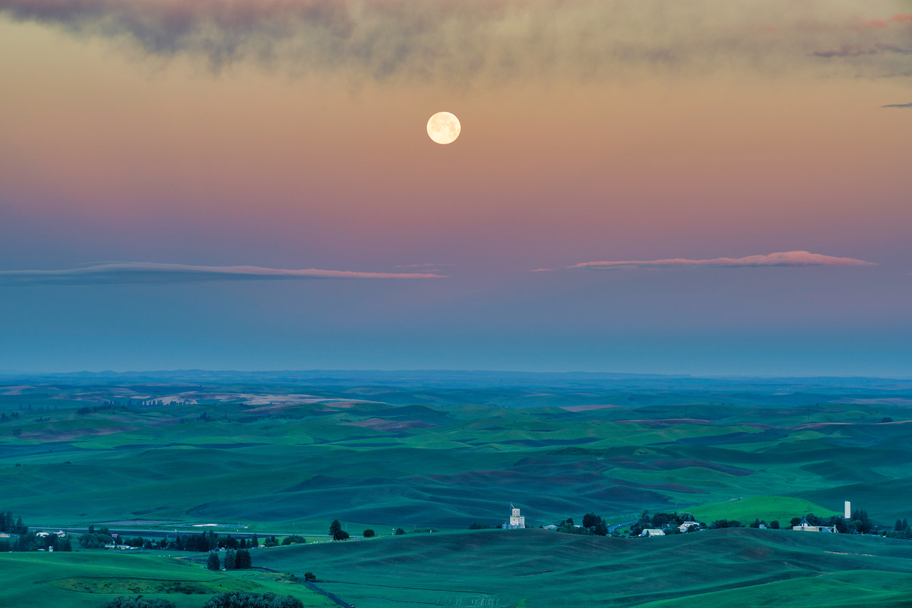 Moonset Over Palouse
