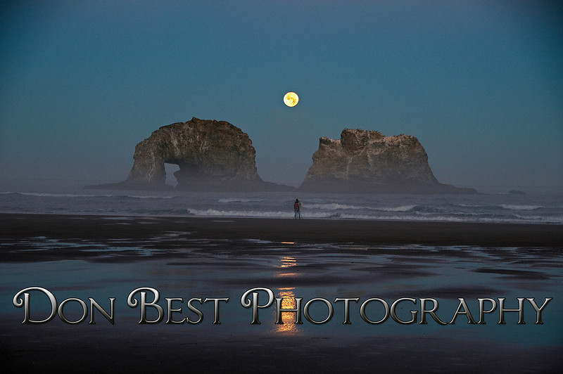 Twin Rocks Moonset #8361