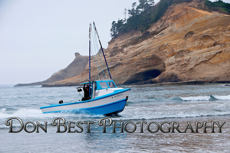 Dory Fisherman landing at Cape Kiwanda #1040