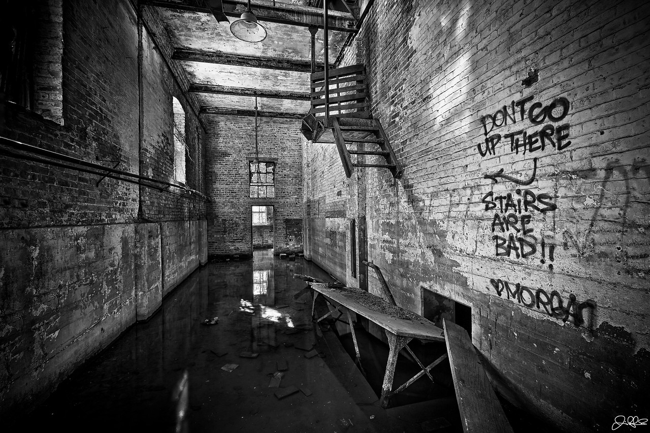 Dead End...<br /> <br /> Thats one set of instructions that I will most certainly follow!! I wonder what this room was back when the factory was open...!?!?!