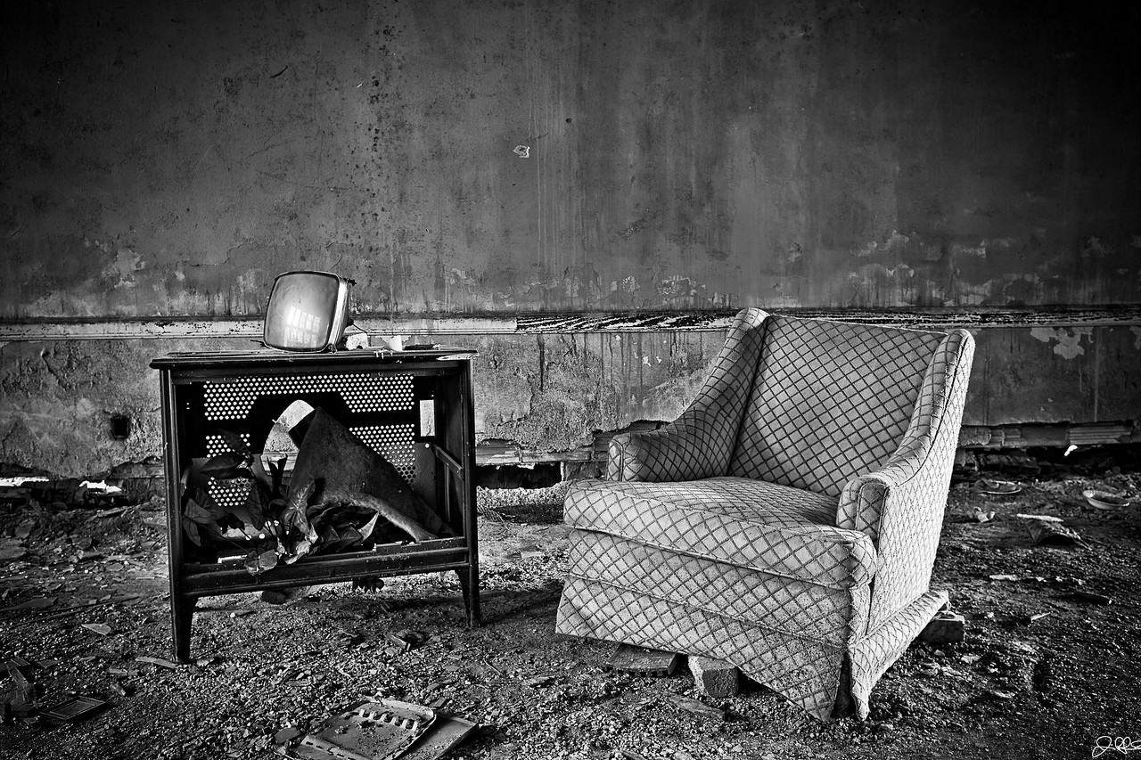 Living Abandoned<br /> <br /> This chair and old school television sit abandoned, forgotten in the sands of time.