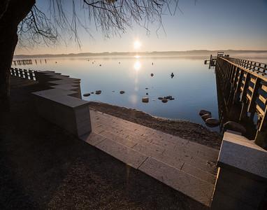 Sonnenaufgang mit Steg am Ammersee, Schondorf, Oberbayern, Bayern, Deutschland