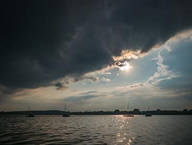 Sonnenuntergang mit Gewitterstimmung am Ammersee, Stegen, Oberbayern, Bayern, Deutschland