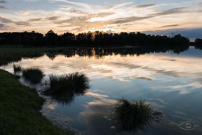 Sonnentuntergang an den Anwaltinger Weihern, Affing, Bayern, Deutschland
