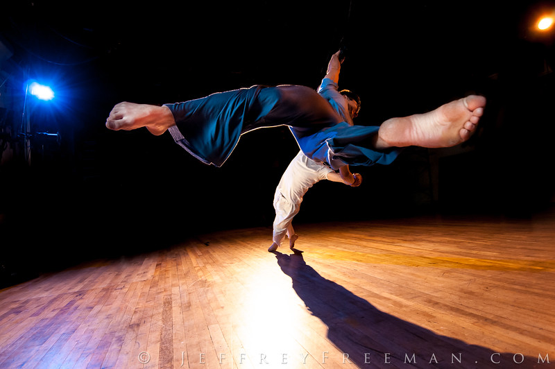 Do Jump, extremely physical theatre