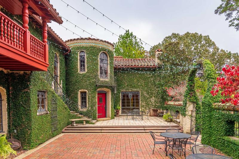 Gabrella Manor Courtyard