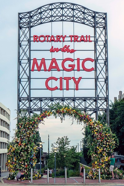 Thirty Florists decorate the Rotary Trail Sign