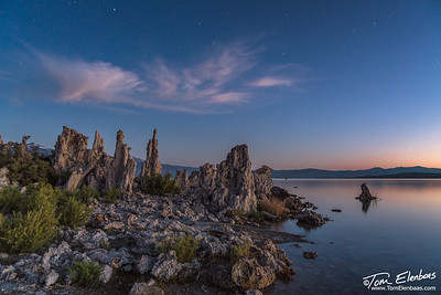 Dawn begins to light the horizon at Mono Lake