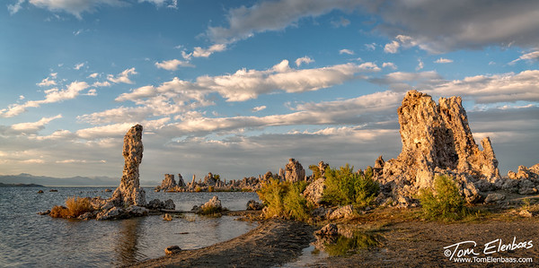 Last rays of sunlight at Mono Lake