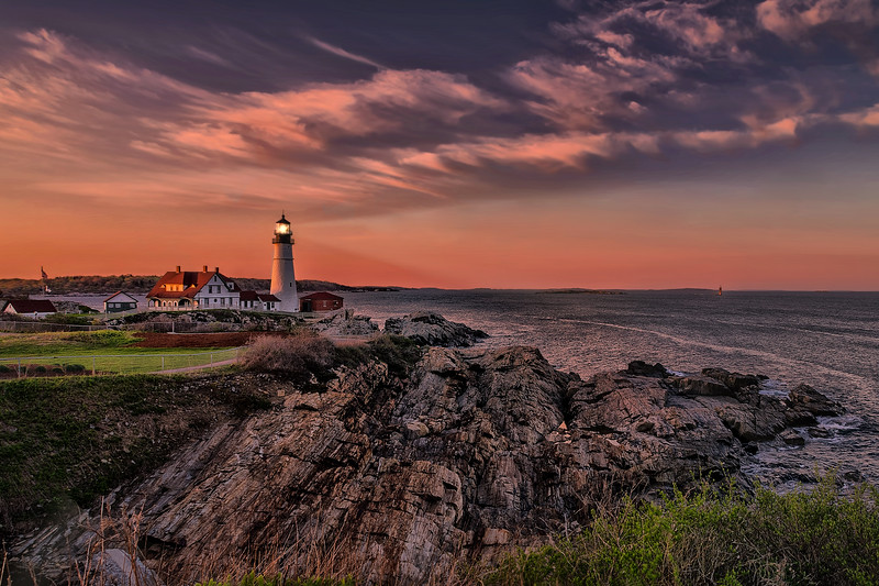 PORTLAND HEADLIGHT  lit