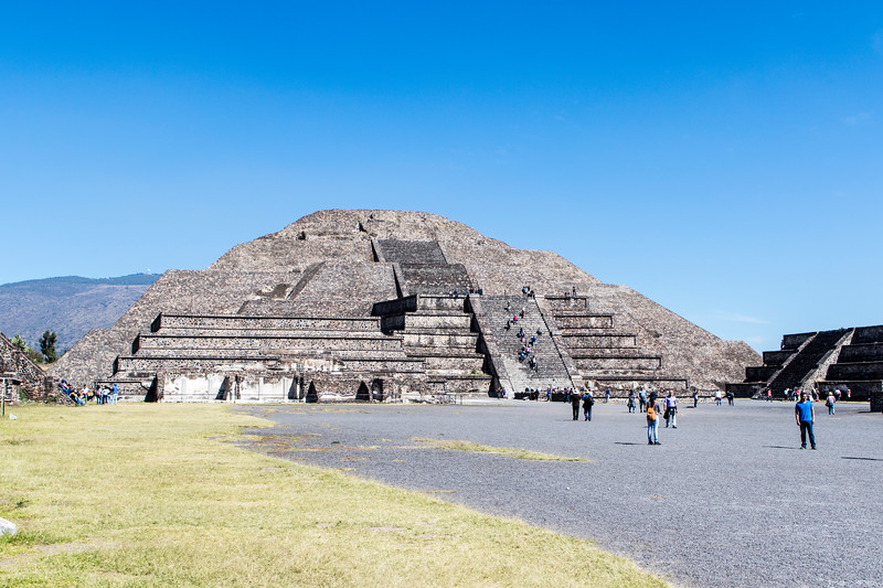 MEXICO. TEOTIHUACAN. PYRAMID OF THE MOON - PIRAMIDE DE LA LUNA.