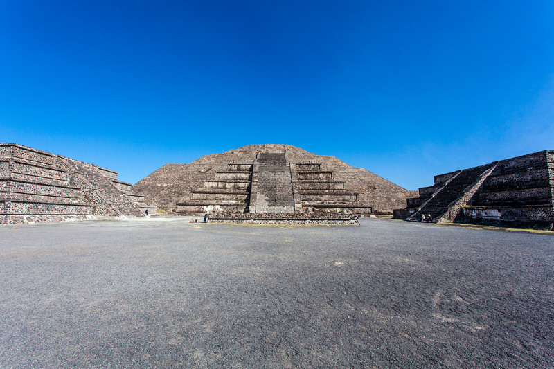 MEXICO. TEOTIHUACAN. PYRAMID OF THE MOON - PIRAMIDE DE LA LUNA - PLAZA DE LA LUNA.