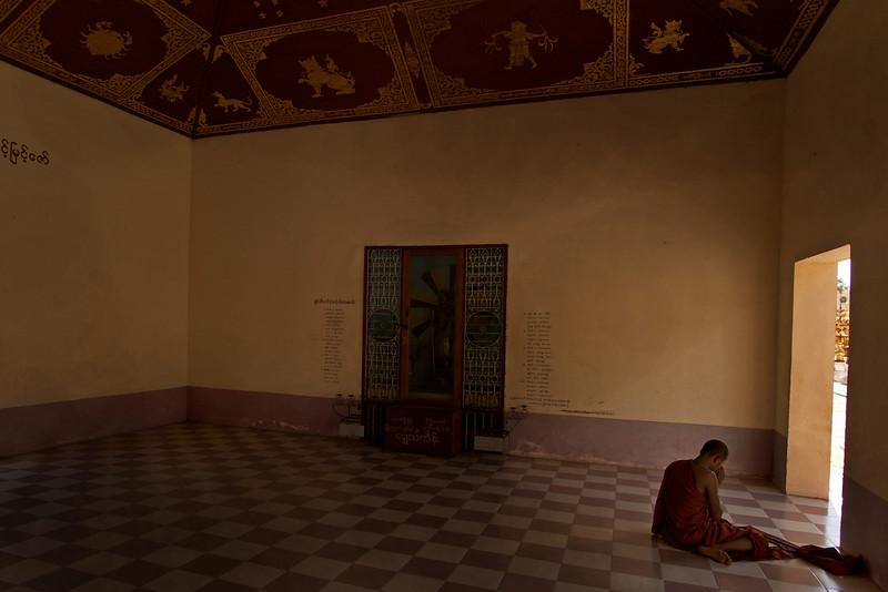 BAGAN. ARCHEOLOGICAL SITE. Schwezigon Paya - Nyaung U. MONK PRAYING.