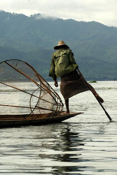 INLE LAKE. FISHER MAN ROWING HIS BOAT. SHAN DISCTRICT. BURMA. MYANMAR.[2]