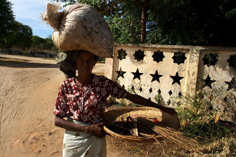 MYANMAR LADY. BAGAN. MYANMAR. BURMA.