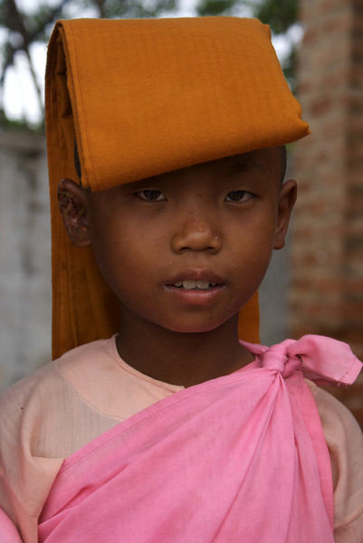 SAGAING. SAGAING HILL. PORTRAIT OF A YOUNG BURMESE NUN. MANDALAY DIVISION. MYANMAR. BURMA.