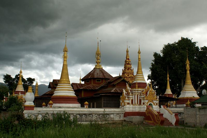 NYAUNGSCHWE. INLE LAKE. BHUDDIST TEMPLE WITH STUPAS. EASTERN MYANMAR. BURMA.