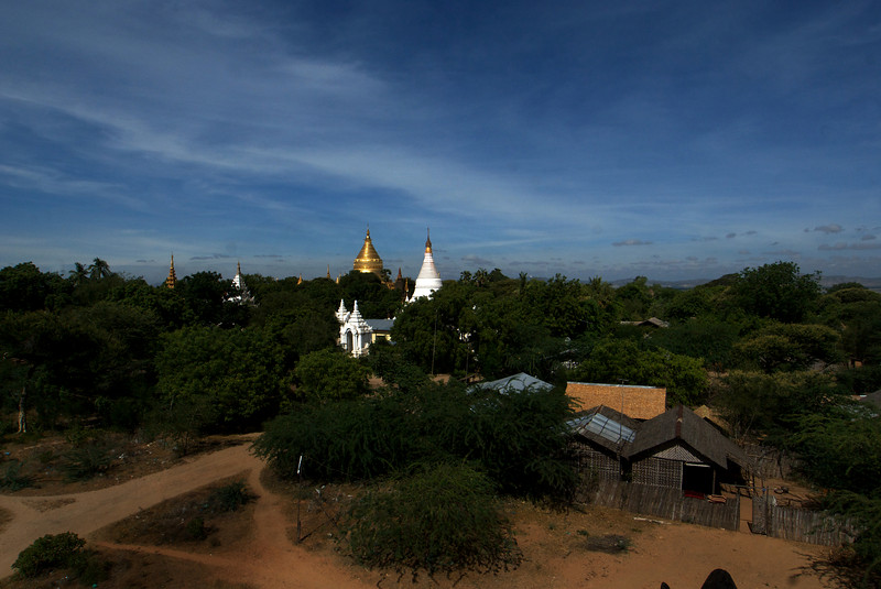 BAGAN. ARCHEOLOGICAL SITE. NYAUNG U. TETIGU TEMPLE. VIEW FROM THE TOP OF THE TEMPLE.