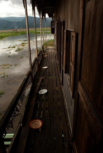 INLE LAKE. NGA HPE KYAUNG [JUMPING CAT MONASTERY]. BURMA. MYANMAR.