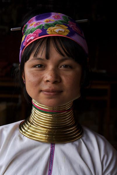 INLE LAKE. GIRL OF THE PADUANG TRIBE [LONG NECKS]. BURMA. MYANMAR.