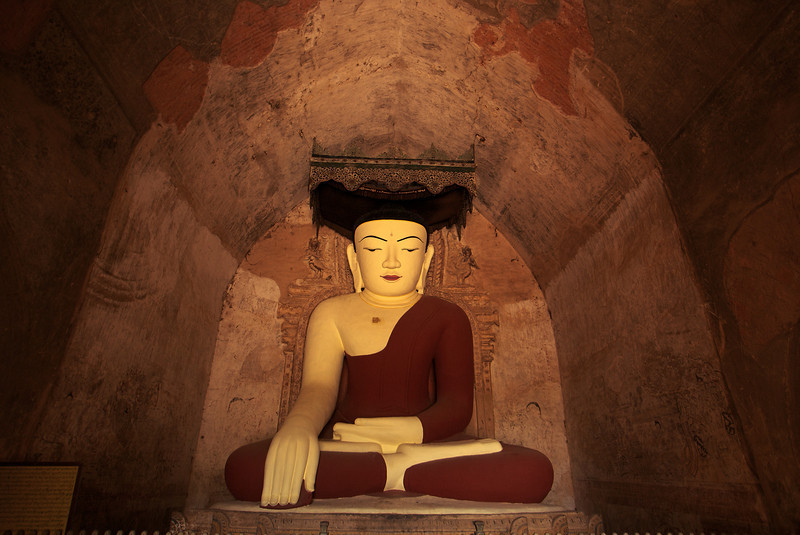 BUDDHA. SULAMANI PAHTO (CONSTRUCTED AROUND 1181 BY NARAPATISITHU). ARCHEOLOGICAL SITE OF BAGAN (PAGAN). MYANMAR | BURMA.