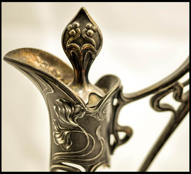 Pewter top of a spirits caraf.<br /> Pewter top of a spirits caraf.