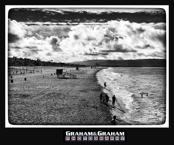 Manhattan Beach in black and white