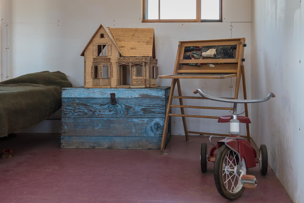 Display showing barracks life at Manzanar circa 1945