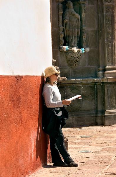 Art student in Bella Artes (Centro Cultural), San Miguel