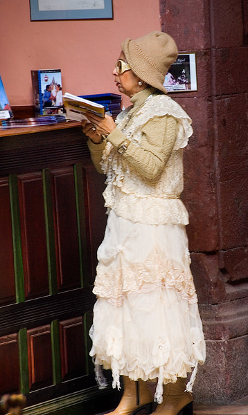 Lady in white, San Miguel
