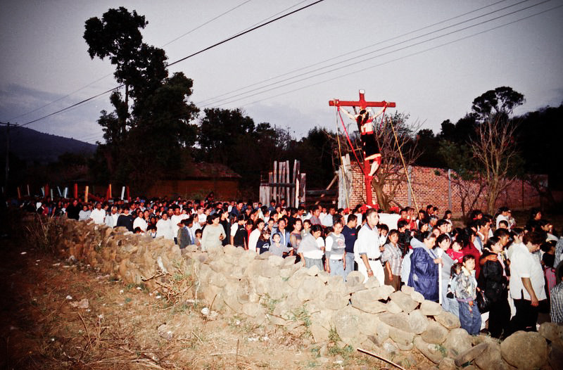 Most of the residents of this town participates in the procession carrying a life like statue of Jesus Crist made of sugar cane.
