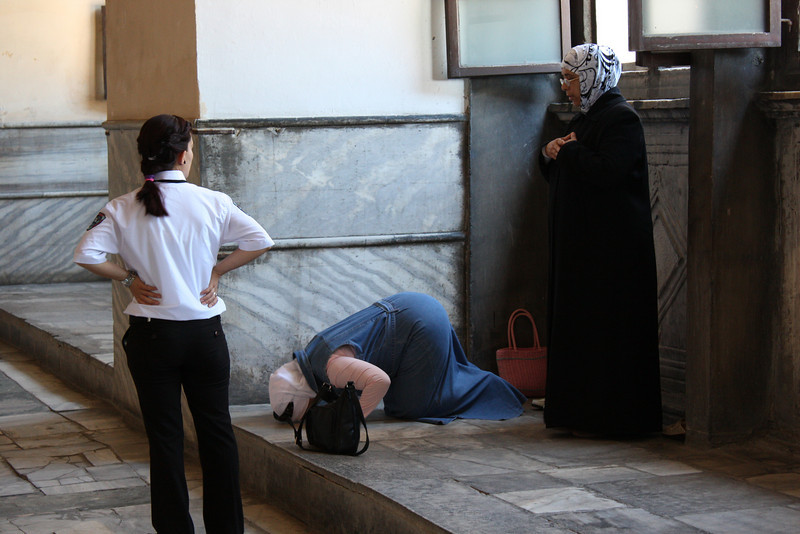 Istanbul, Hagia Sophia.  A female guard attempts to stop two Muslim women from praying in the basilica. (June 2009) © Copyrights Michel Botman Photography