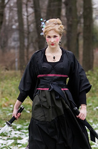Jaapanist inspireeritud moestilistika.Stilist Beatrice.Modell, naine, tüdruk mõõgaga, samurai.