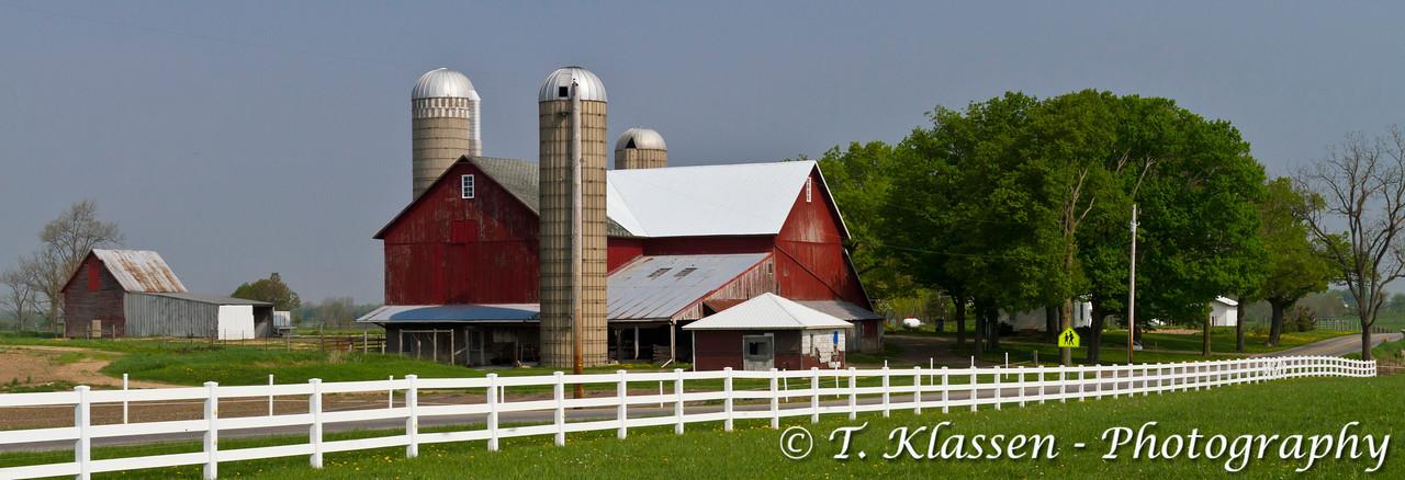 Silos and dairy barn near Nappanee, Indiana, USA.