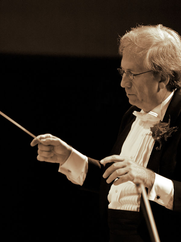 """Maestro Summers brings the orchestra to the delicate, final notes of """"Nimrod"""" from the Enigma Variations."""