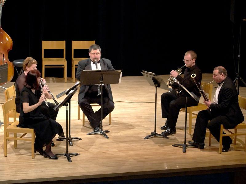 Tessa Catton, Yootha Neller, Charles Dalmas, Caleb Courtney, and Richard Lloyd perform a little Bach wind quintet.
