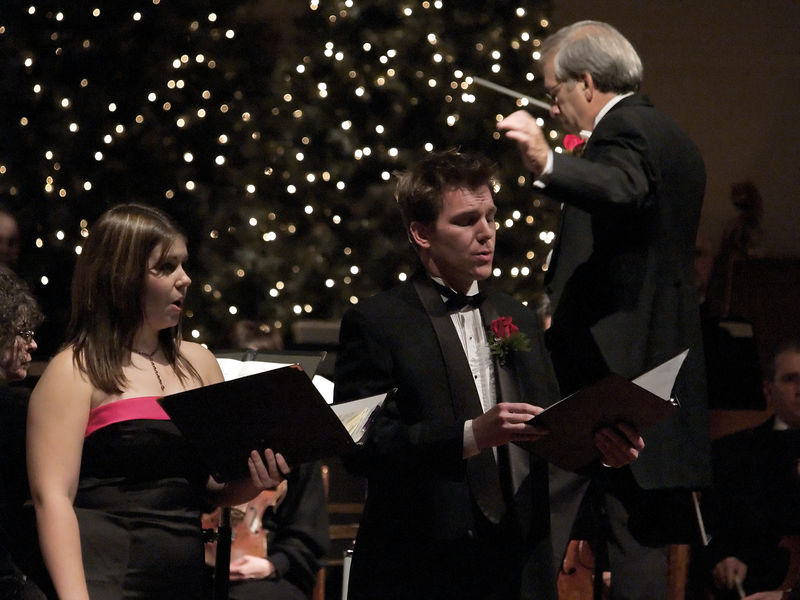 Erin and Nathan sing a lovely duet in the 5th movement of the Oratorio.