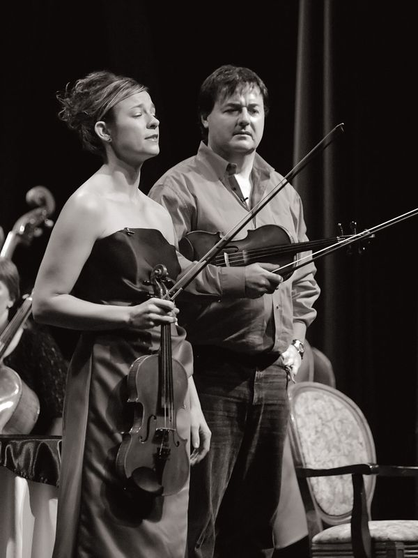 An argument erupts as Robin started the performance with a Saint-Saens piece and Frank interrupts her with some flashy fiddling as he enters the hall from the back of the audience.  Here Robin tries to convince Frank that classical music is the only music for the violin.