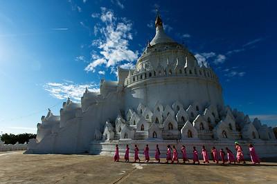 Touring the pristine Hsinbyume Pagoda