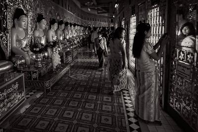 Inside the U Min Thonze Pagoda in Sagain