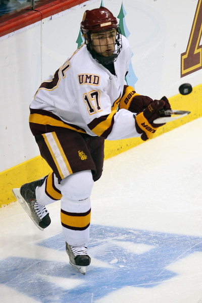 University of Minnesota Duluth Bulldogs winger Mike Seidel (17) balances the puck behind the net in the third period of the NCAA Frozen Four between the University of University of Minnesota Bulldogs and the Notre Dame Fighting Irish at the Xcel Energy Center St, Paul, MN. UMD won the game 4-3 to advance to the championships.