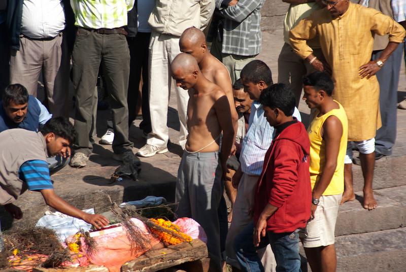 HINDU CREMATION. PASHUPATINATH. KATHMANDU. NEPAL.