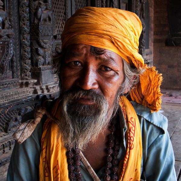 OLD MAN WITH GREY BEARD. NYATAPOLA TEMPLE. BHAKTAPUR. KATHMANDU VALLEY. NEPAL.