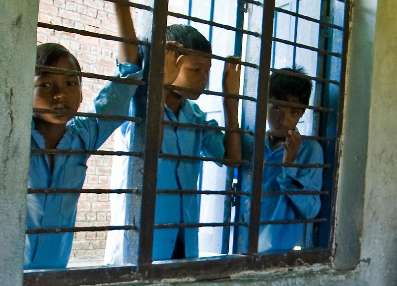 NEPALSE SCHOOL CHILDREN IN BLUE UNIFORMS. CHITWAN. NEPAL.