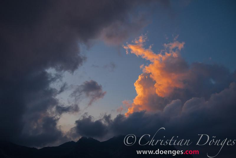 Sonnenuntergang in den Wolken